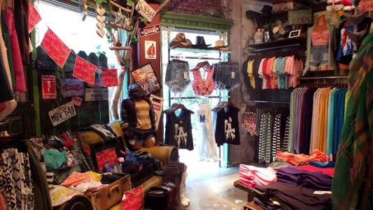 Misty Clothing Store l Okinawa Hai!