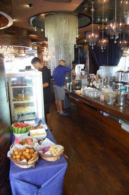 Resort Café KAI l Okinawa Hai!