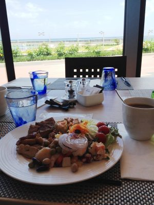 The Hilton Hotel – Shinka Lunch Buffet l Okinawa Hai!